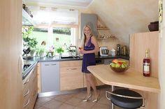 Massivholzküche in Ahorn mit der Künstlerin Marion