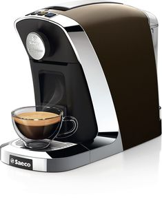 The new Tchibo Cafissimo Tuttocaffè Cioccolato crafted by Saeco, combines… Coffee Machine Design, Coffee Making Machine, Coffee Meme, Coffee Signs, Coffee Barista, Coffee Coffee, Starbucks Coffee, Coffee Drinks, Best Coffee Maker