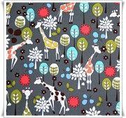 Tela de algodón con divertidas jirafas, sobre fondo gris