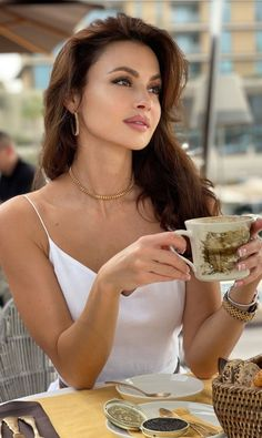 Coffee Girl, Model Face, But First Coffee, Cream And Sugar, Pretty Woman, Gorgeous Women, Supermodels, White Dress, Glamour