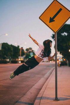 [TANECZNE ZDJĘCIA DNIA]  Street Dance with sign  Pamiętajcie o trwającym KONKURSIE! --> http://tnijurl.com/wygrajsylwester2013/