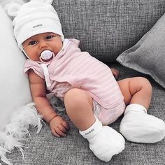 Simple Joys by Carter's Baby Girls' Jumpsuits Cute Little Baby, Cute Baby Girl, Cute Babies, Baby Baby, Baby Girls, Baby Newborn, Newborn Care, Funny Babies, Girls Coming Home Outfit
