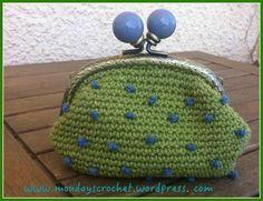 ¡Amigos crocheteros! Con este post podéis aprender a elaborar bonitos monederos. ¡Veamos cómo!