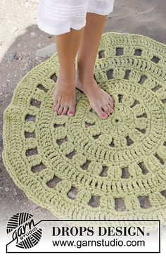 Ravelry: 152-25 Lily Pad pattern by DROPS design