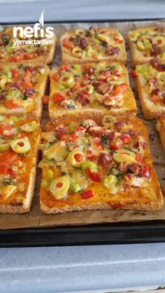 Stück Pizza mit Milch - Pin This Fun Easy Recipes, Lunch Recipes, Pasta Recipes, Easy Meals, Pesto Pizza, Crust Pizza, Turkish Breakfast, Pizza Restaurant, Dining