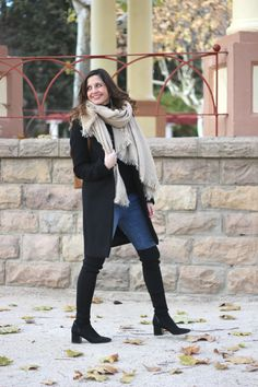 bloguera moda con mochila de mujer marrón primeriti. Botas altas, over the knee boots and backpack. Fashion blogger Vanessa Cano from In Front Row Style. #fashion #blog #ootd #outfits #style Over The Knee Boots, Front Row, The Row, Style Fashion, Backpack, Ootd, My Style, Blog, Outfits