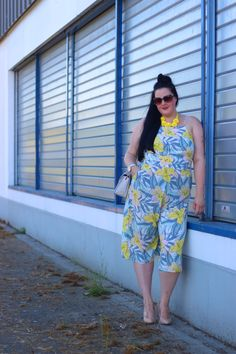 Plus size floral playsuit http://www.anaispenelope.fr/2016/08/combi-jupe-culotte-grande-taille.html
