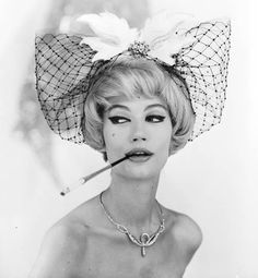 Fell in love with this adorable shot by George Dambier of French fashion model Simone D'Aillencourt who is 89 today. Not a familiar face for most of us now, but in the and she was a regular in Vogue, Harper's Bazaar, Elle and L'Officiel. Vintage Photography, Fashion Photography, French Fashion, Vintage Fashion, 1960s Fashion, Petite Fashion, Vintage Style, Foto Glamour, Fashion Models