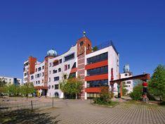 FOTO: Bizarné domy rakúskeho architekta: Pritiahnu pohľad všetkých okoloidúcich Multi Story Building, Mansions, House Styles, Decor, Hundertwasser, Decoration, Manor Houses, Villas, Mansion
