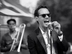 Marc Anthony - vivir mi vida I love the way he sings!!!!