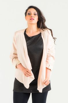 Veste beige soyeuse Allsizer parfaite pour vos grandes occasions.