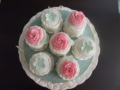 The LILY ROSE Miniature wedding cakes