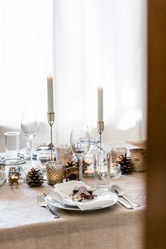 Weihnachtliche Tischdekoration mit Kerzen und Lebkuchenmann aus Schokolade #weihnachten #tischdeko #weihnachtsdeko #weihnachtsdekoration