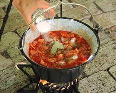 (3) Bográcsos pincepörkölt | Bérczi Róbert receptje - Cookpad receptek Dutch Oven, Chana Masala, Chili, Food And Drink, Cooking Recipes, Favorite Recipes, Meals, Ethnic Recipes, Foods