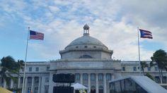 Banderas en el Capitolio, orden, ora y altura correctas. 5:30pm