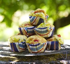 Brie, courgette & red pepper muffins These go really work for a healthy breakfast. Just need to remember a courgette is a zucchini in Australia Savory Cupcakes, Savory Muffins, Brie, Kitchen Recipes, Cooking Recipes, Gourmet Recipes, Savoury Baking, Picnic Foods, Bbc Good Food Recipes