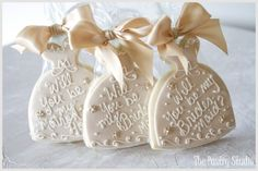 <3will you be my bridesmaid cookie, will you be my maid of honor cookie