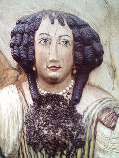 Figurenbeute Eléonore d'Olbreuse mit Schwarm am Flugloch, Garten des Bieneninstituts in Celle
