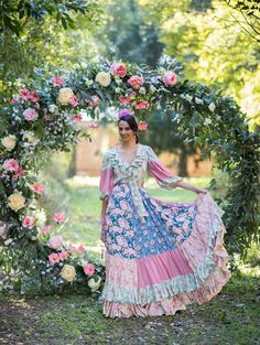 ABANICO. Trajes de flamenca 2019. Colección 2019. El Ajolí. Long Dresses, Organic Cotton, Shoulder Dress, Collections, Jeans, Clothing, How To Wear, Fashion, Carnival