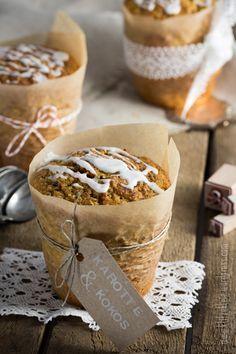 Ich liebe Mini-Kuchen, die sich zudem noch ganz nach Gusto variieren lassen. Hier: saftige Kokos-Karotten-Törtchen. Lecker.