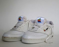These vintage Apple shoes were part of the company's line of employee-exclusive clothing that covered workers from visor-topped head to clunky sneakered toe. Converse, Vans, Vintage Sneakers, 90s Sneakers, Adidas Sneakers, Sneakers 2016, 90s Shoes, Basket Vintage, Shoes