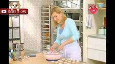 Como hacer Fondant Liquido  -  Anna Olson                                                                                                                                                     Más Cooking Tv, Cooking Videos, Cooking Recipes, Oswaldo Gross, Cop Cake, Anna Olsen, Fondant Tips, Fondant Recipes, Cake Recipes