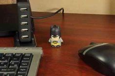 Batman a sötét lovag Gotham city védelmezője, de mostantól nem csak Gothamet hanem az adataidat is védelmezi. Vidd magaddal bárhová. Ismerőseidet biztos emészti majd az irigység. Geek Things, Geek Gadgets, Batman Vs Superman, Gotham City, Geek Stuff, Usb Drive