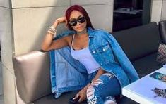 After make-up artist Muzi Zuma accused Bonang Matheba of 'dodging' a bill for over six months, many fingers have been pointed. From Bonang owing the money, to her current management company pinning the blame on her old pr company, the only loser. Hip Hop Awards, Awards 2017, Bollywood Updates, My Jeans, Queen B, Casual Outfits, Hilarious, Hollywood, Shades