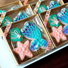 Iced Cookies, Cute Cookies, Cookies Et Biscuits, Cupcake Cookies, Baby Cookies, Flower Cookies, Heart Cookies, Cake Decorating Videos, Cookie Decorating