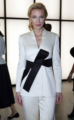 Cate Blanchett, wowed in white on Thursday as she attended a fashion show in Milan to celebrate the anniversary of Armani. Royal Fashion, High Fashion, Fashion Show, Cate Blanchett, Armani Women, Black Kimono, White Suits, Power Dressing, Kimono Fashion