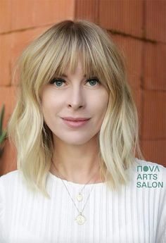 Chin-Length Choppy Blonde Bob bangs bob ❤ A bob with bangs is one of those universal styles that can flatter everyone. All you need to do is pick one that compliments you best. Take your chances! Medium Haircuts With Bangs, Blonde Bob With Bangs, Blonde Bob Haircut, Long Bob Haircuts, Blonde Bobs, Medium Hair Cuts, Medium Hair Styles, Curly Hair Styles, Long Bob Bangs