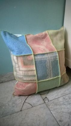 undefined Recycled Blankets, Wool Art, Easy Sewing Projects, Wool Blanket, Cushions, Textiles, Throw Pillows, Retro, Fabric