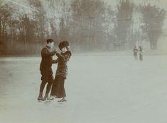 §§§ : Couple ice skating, Bois de Boulogne, Paris : 1900-10