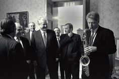 President Bill Clinton plays the saxophone... - Historical Times