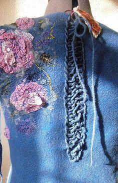 Купить или заказать Валяное Платье 'Фея  Цветочных Грез' -2 в интернет-магазине на Ярмарке Мастеров. Нуновойлок. Другая версия платья 'Фея цветочных грез'. По желанию его обладательницы выполнено в синем цвете, что заставило играть совершенно по -новому!