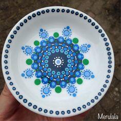 Bekijk deze Instagram-foto van @merulala.nl • 101 vind-ik-leuks Dot Art Painting, Mandala Painting, Ceramic Painting, Painting Patterns, Pottery Painting Designs, Pottery Designs, Painted Plates, Painted Boxes, Mandala Dots