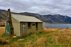It's free to stay at the (basic) West Burn Hut. Mavora Lakes, Te Wāhipounamu/South-West New Zealand World Heritage Area.