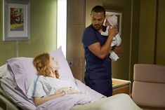 "April and Jackson with their daughter in Grey's Anatomy 13x01 ""Undo"""