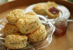 Kulinaari-ruokablogi: Helpot Cheddar-ruohosipuliskonssit, myös gluteenit... Cheddar, Takana, Muffin, Breakfast, Ethnic Recipes, Food, Morning Coffee, Cheddar Cheese, Essen