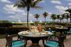 Classy and tropical, drinks at the Ritz-Carleton is a must in Miami