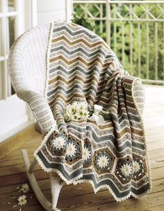 Leisure Arts daisy border afghan-- perfect for summer! #afghan