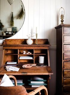 Antique wooden desk with a circular mirror above it in a country Australian home | Photography: Hannah Puechmarin | Styling: Cheryl Carr Country Style Homes, Cottage Style, Clad Home, Coastal Country, Bentwood Chairs, Dream House Interior, Home Desk, Level Homes, Wooden Desk