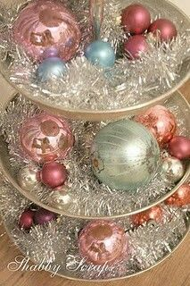 great shabby chic Christmas decor with tinsel & baubles-very pretty table centrepiece. Noel Christmas, Victorian Christmas, Vintage Christmas Ornaments, Retro Christmas, Christmas Ideas, Silver Christmas, Christmas Balls, Christmas Mantles, Simple Christmas