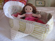 62 Ideas For Diy Baby Bassinet Doll Carrier Baby Doll Clothes, Baby Dolls, Sewing For Kids, Baby Sewing, Softies, Baby Doll Carrier, Baby Doll Accessories, Baby Bassinet, Sewing Dolls