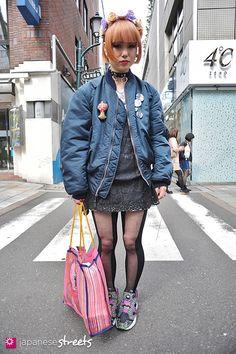 120407-9250 Japanese street fashion in Harajuku, Tokyo (MA-1, UNIQLO, Nadia, Reebok X Jun Watanabe, Bas Kosters, Malaika, pussy-noize, Frapbois)