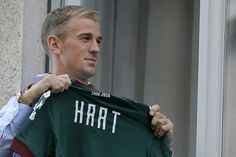 Manchester City clear decks as transfer deadline nears   London (AFP)  Manchester City allowed Joe Hart Samir Nasri and Wilfried Bony to leave on season-long loan deals on Wednesday as the transfer deadline approached across Europe.  England goalkeeper Hart completed his move to Italian side Torino French midfielder Nasri joined Europa League champions Sevilla and Bony pitched up at Citys Premier League rivals Stoke City.  Spending by Premier League clubs has broken through the one billion…