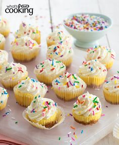 Mini Confetti Cheesecakes #recipe Cool Whip, Cheesecake Cups, Cheesecake Recipes, Mini Cheesecakes, Graham, Mini Muffin Pan, Recipe Please, Cooking Recipes, What's Cooking