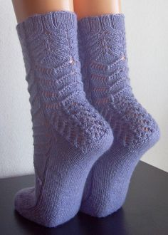 Free knit pattern--Socks!!!