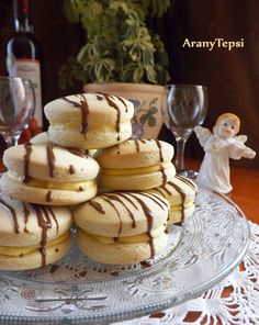 AranyTepsi: Jojó fánk Macarons, Biscuits, Pancakes, Breakfast, Kari, Food, Recipes, Crack Crackers, Morning Coffee