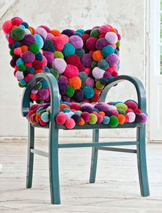 pouf ball chair - what if you didn't have to reupholster? what if you could just attack your old chair with some spray paint and a glue gun? - Great for a kids room. Funky Furniture, Upcycled Furniture, Furniture Projects, Furniture Makeover, Furniture Online, Furniture Design, Simple Furniture, Victorian Furniture, Furniture Logo